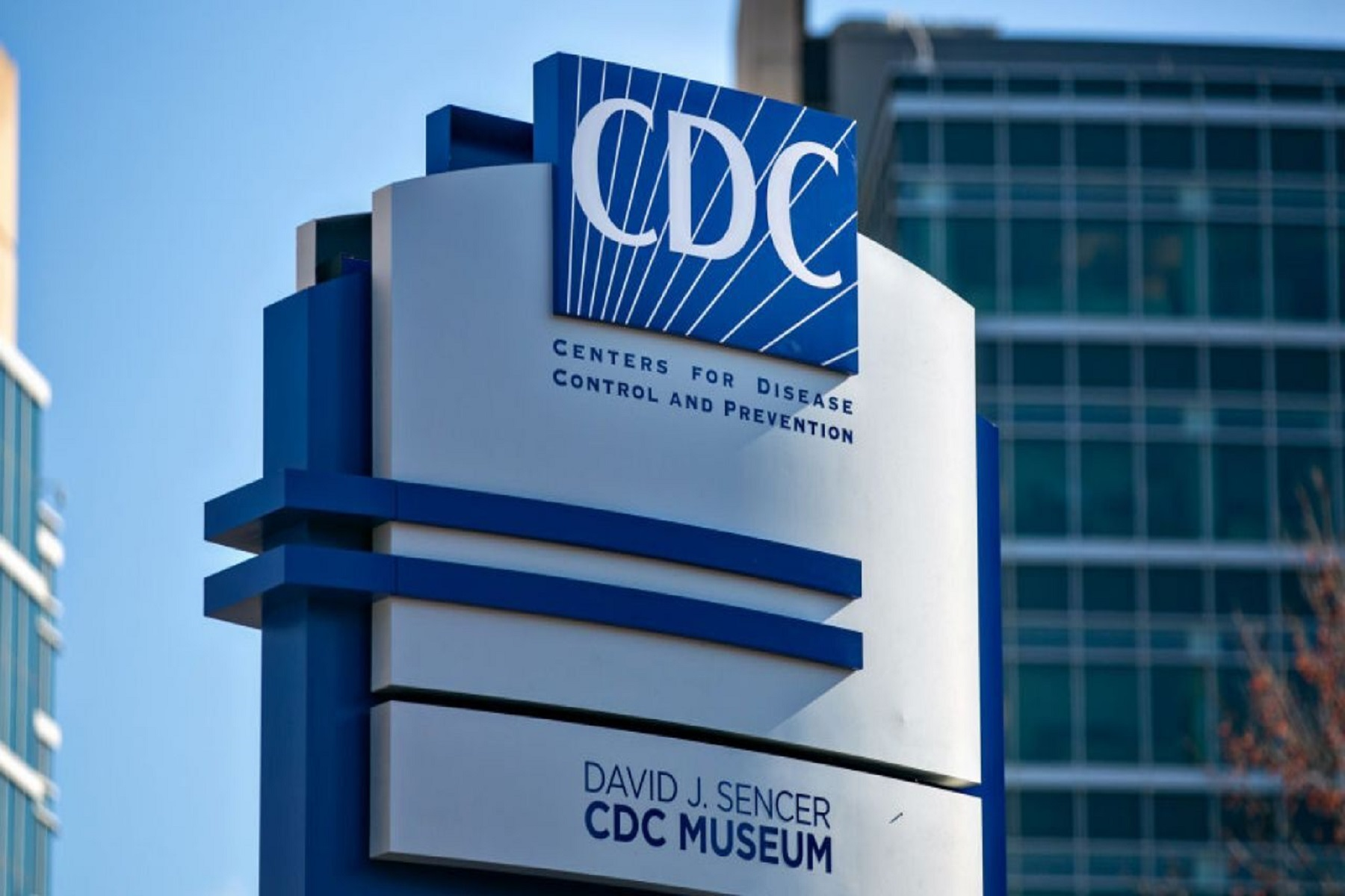 CDC Walensky ΗΠΑ: Εξελισσόμενα δεδομένα για τον κορωνοϊό αλλάζουν την πολιτική της μάσκας