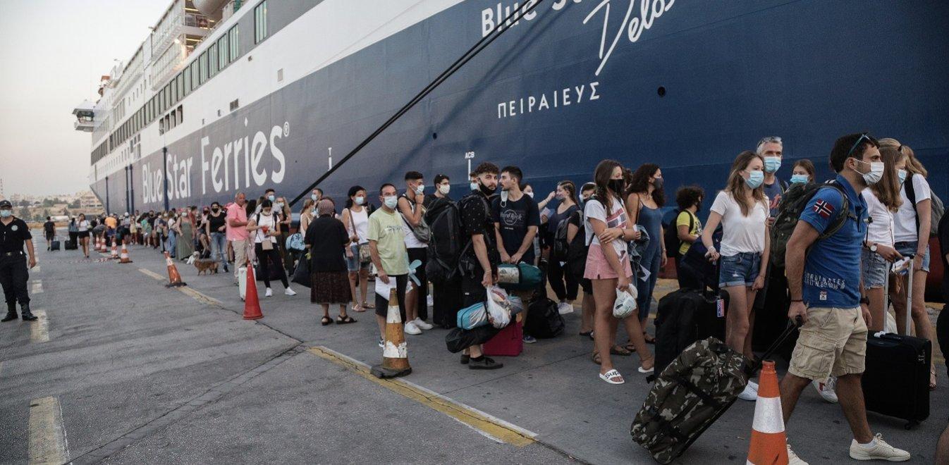 Lockdown άρση Σαββατοκύριακο: Κοσμοσυρροή σε λιμάνια και εθνικές οδούς, απόδραση για εξοχικά και νησιά