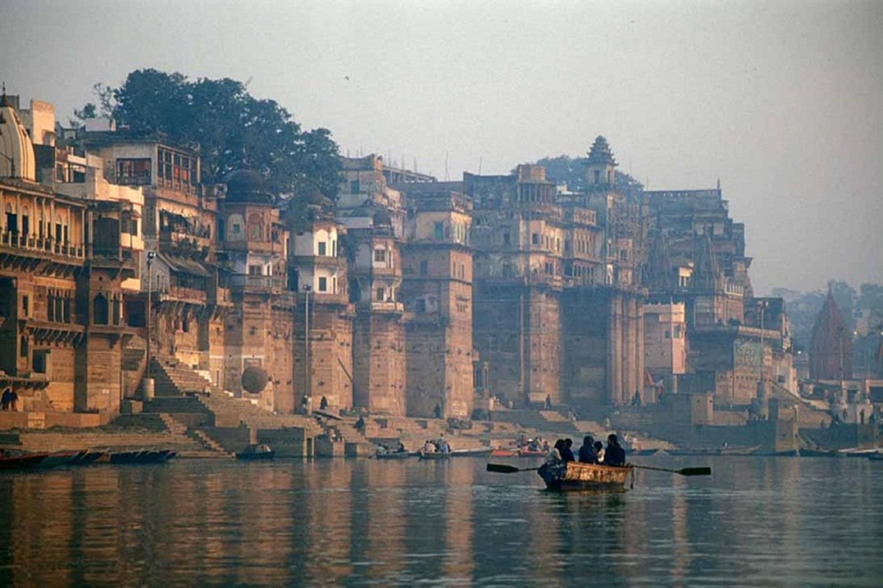 Covid Ινδία: Τα περιστατικά και οι θάνατοι αυξάνονται καθώς τα σώματα ξεπλένονται στον Γάγγη