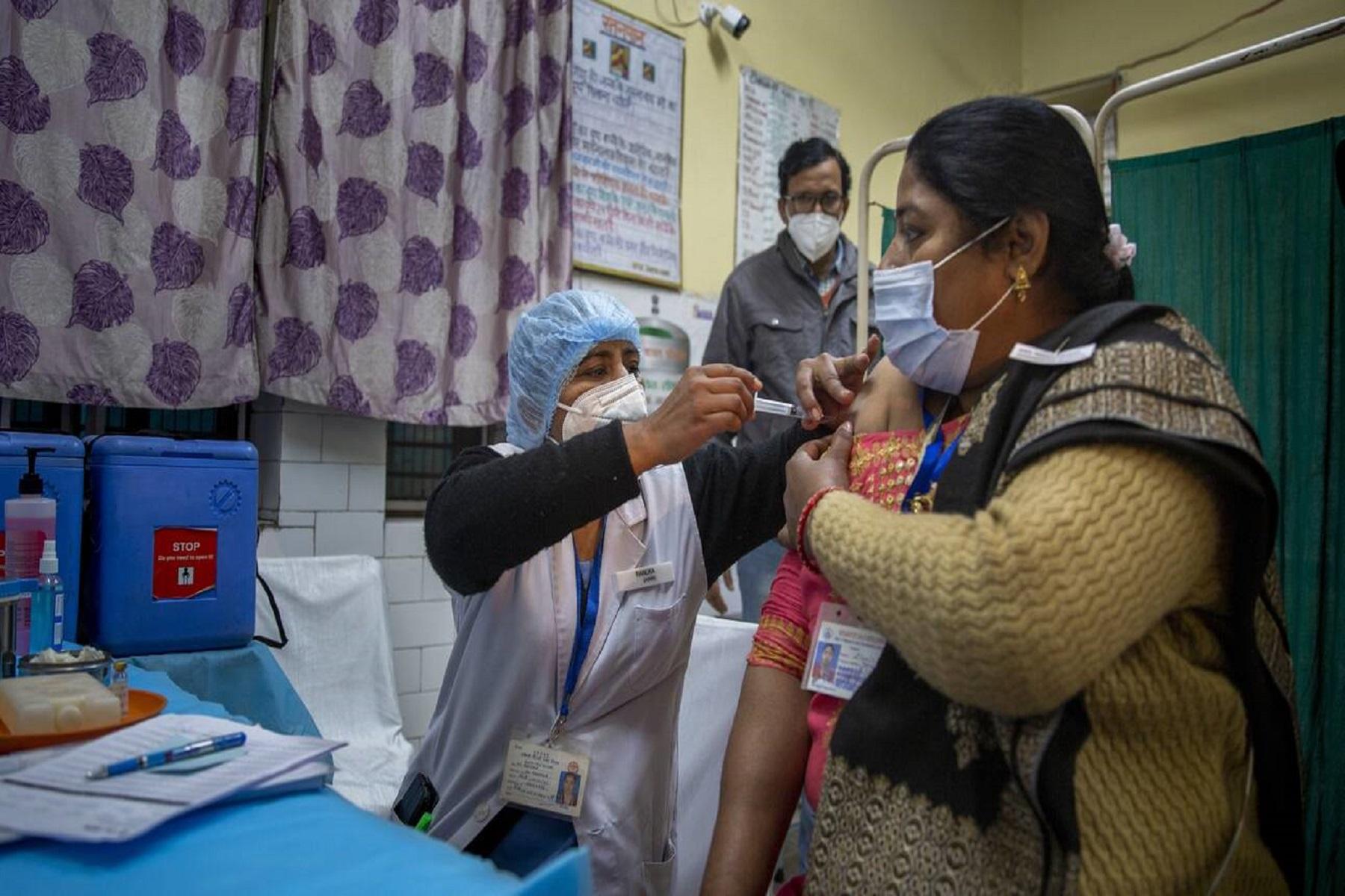 Υπουργείο Υγείας Ινδία: Σύσταση για πλήρη εμβολιασμό των εργαζομένων πρώτης γραμμής