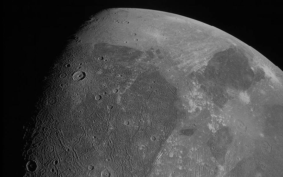 Juno: Οι πρώτες εικόνες του διαστημικού σκάφους της NASA από τo Γανυμήδη [pic, vid]