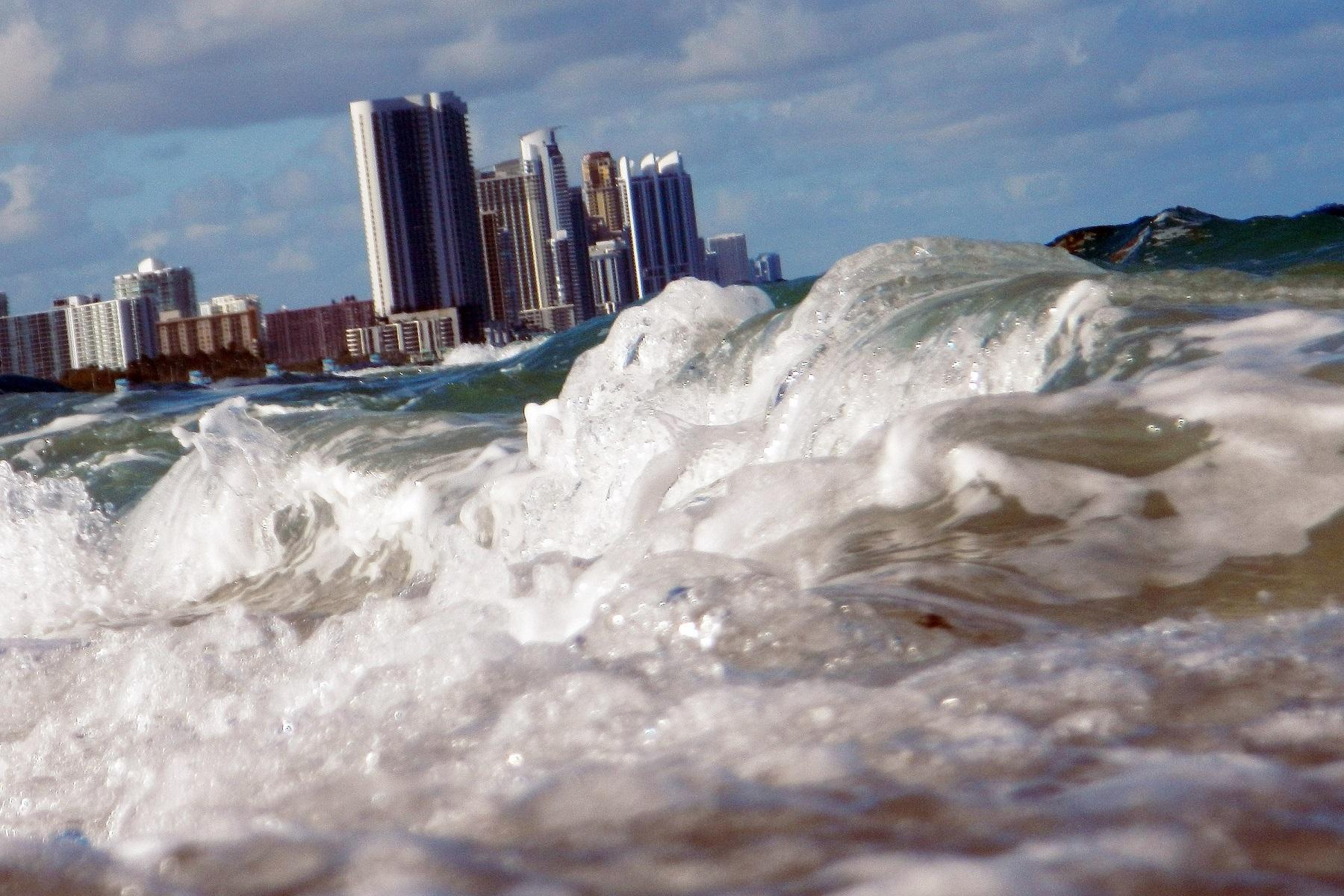 ΗΠΑ Φλόριντα: Η άνοδος της στάθμης της θάλασσας μπορεί να συνέβαλε στην κατάρρευση του συγκροτήματος κατοικιών