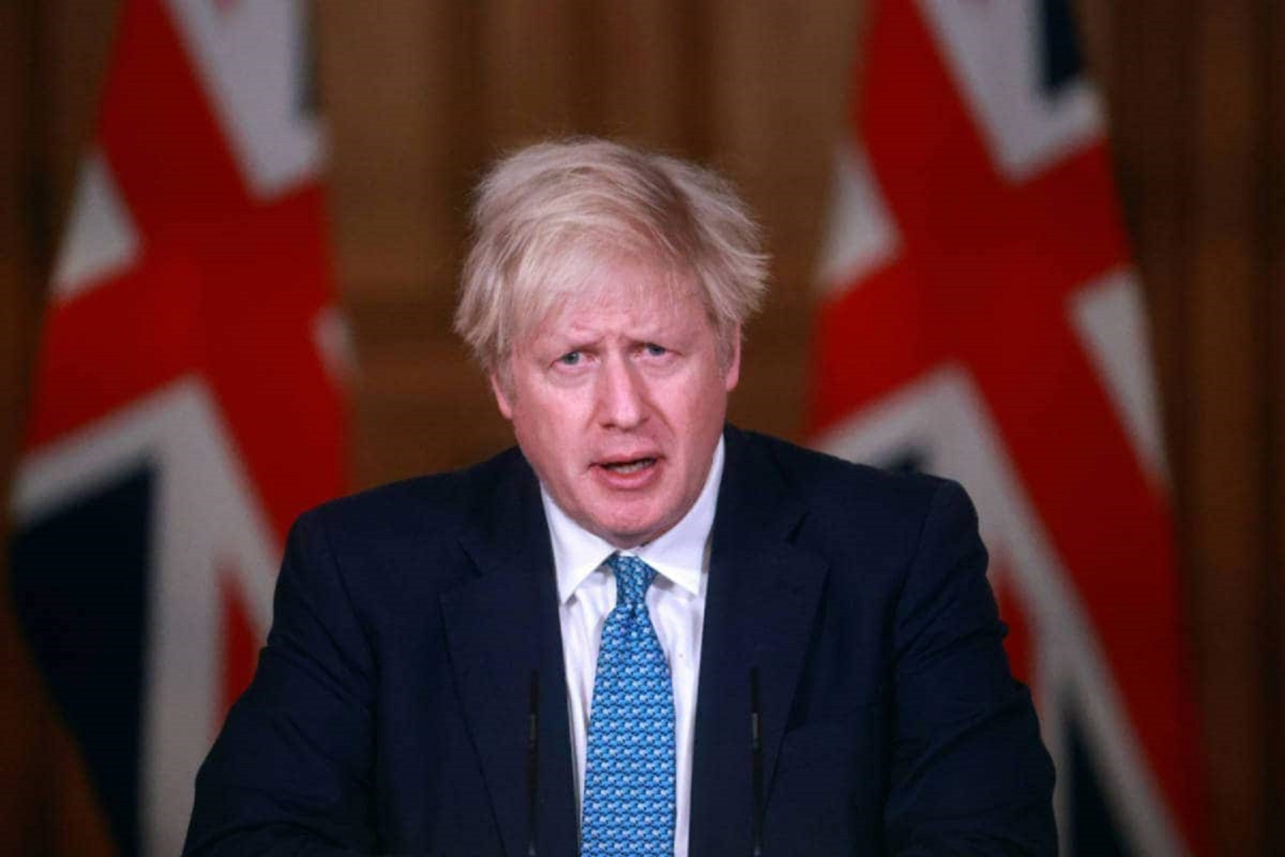Κορωνοϊός Βρετανία: Αναμένεται να καθυστερήσει την πλήρη άρση των περιορισμών