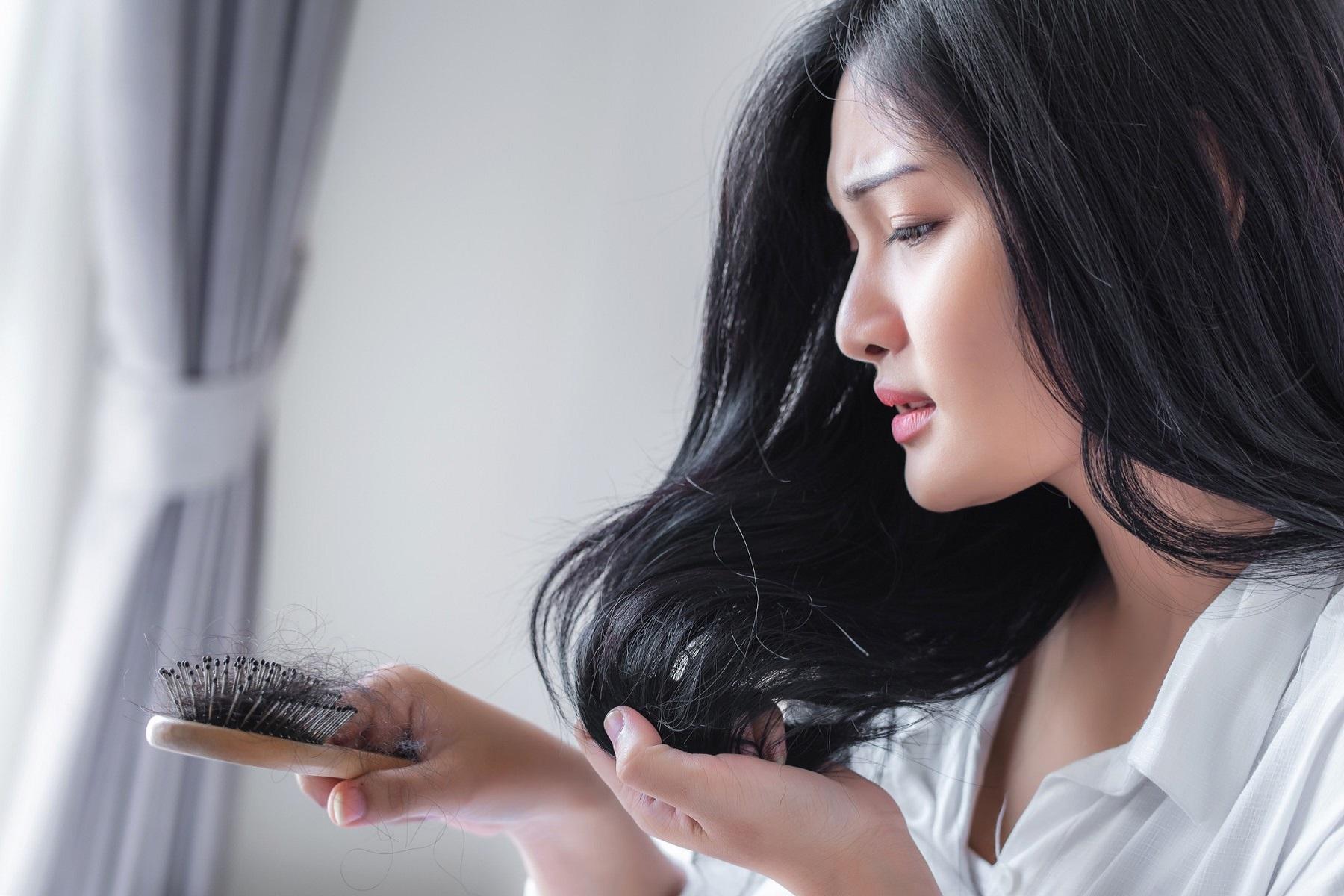 Πανδημία Τριχόπτωση: H απώλεια μαλλιών σχετίζεται με την COVID-19, λένε οι γιατροί