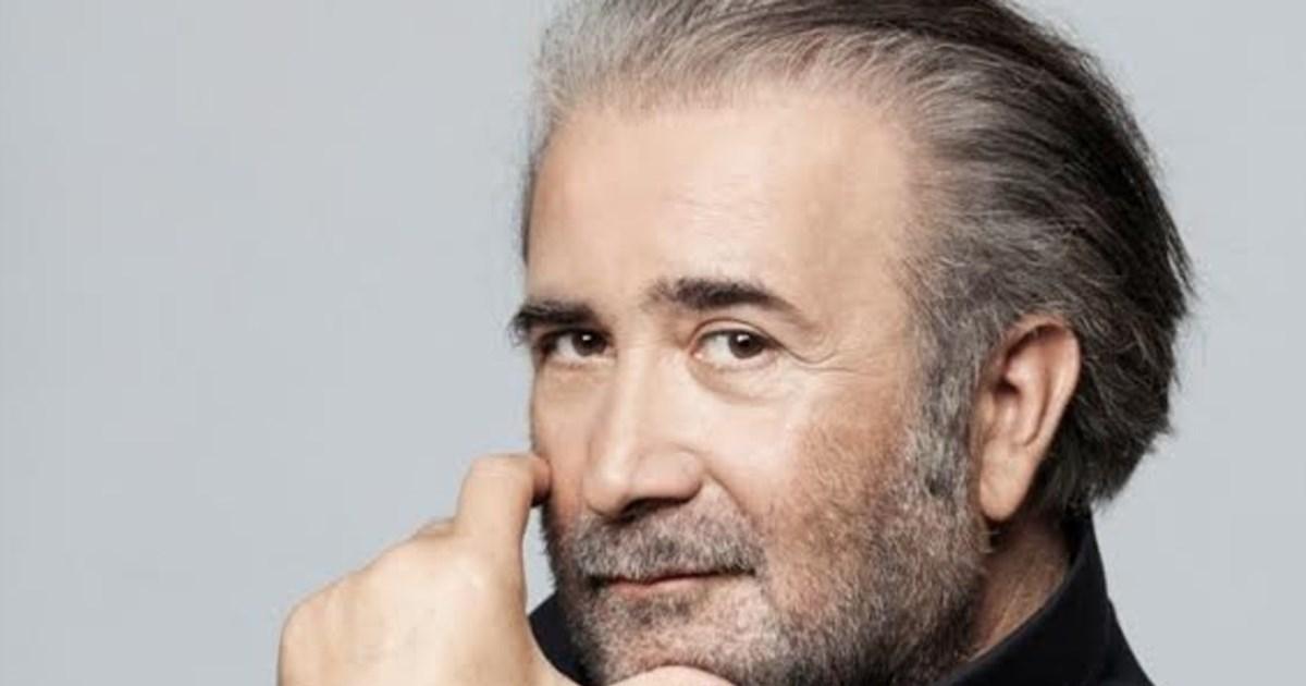 Λάκης Λαζόπουλος: Στο νοσοκομείο μετά από ελαφρύ εγκεφαλικό επεισόδιο – Ακυρώνεται η περιοδία του