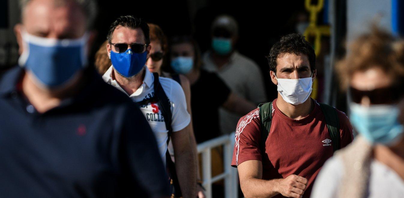 ΠΟΥ μάσκες: Θα πρέπει να συνεχίσουν να τις φορούν οι εμβολιασμένοι λόγω του παραλλαγμένου στελέχους Δέλτα