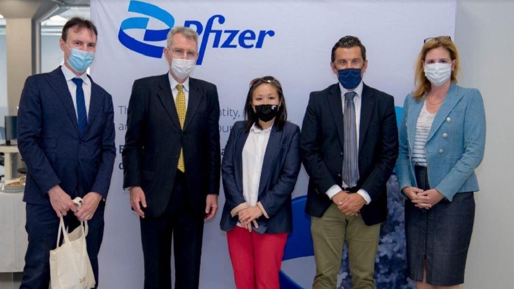 Pfizer: Επίσκεψη Pyatt στις εγκαταστάσεις του Κέντρου Καινοτομίας της Pfizer στη Θεσσαλονίκη