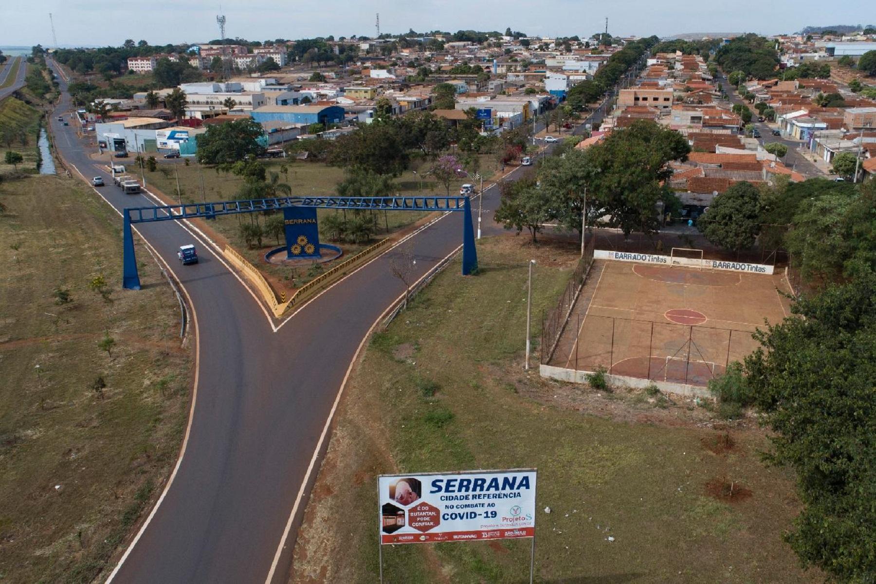 Εμβόλιο Sinovac: Επαναφέρει μια πόλη της Βραζιλίας στο σχεδόν φυσιολογικό