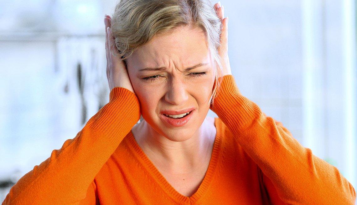Κορωνοϊός: Το άγχος λόγω Covid-19 μπορεί να επιδεινώσει διαταραχές του ακουστικού και αιθουσιαίου συστήματος