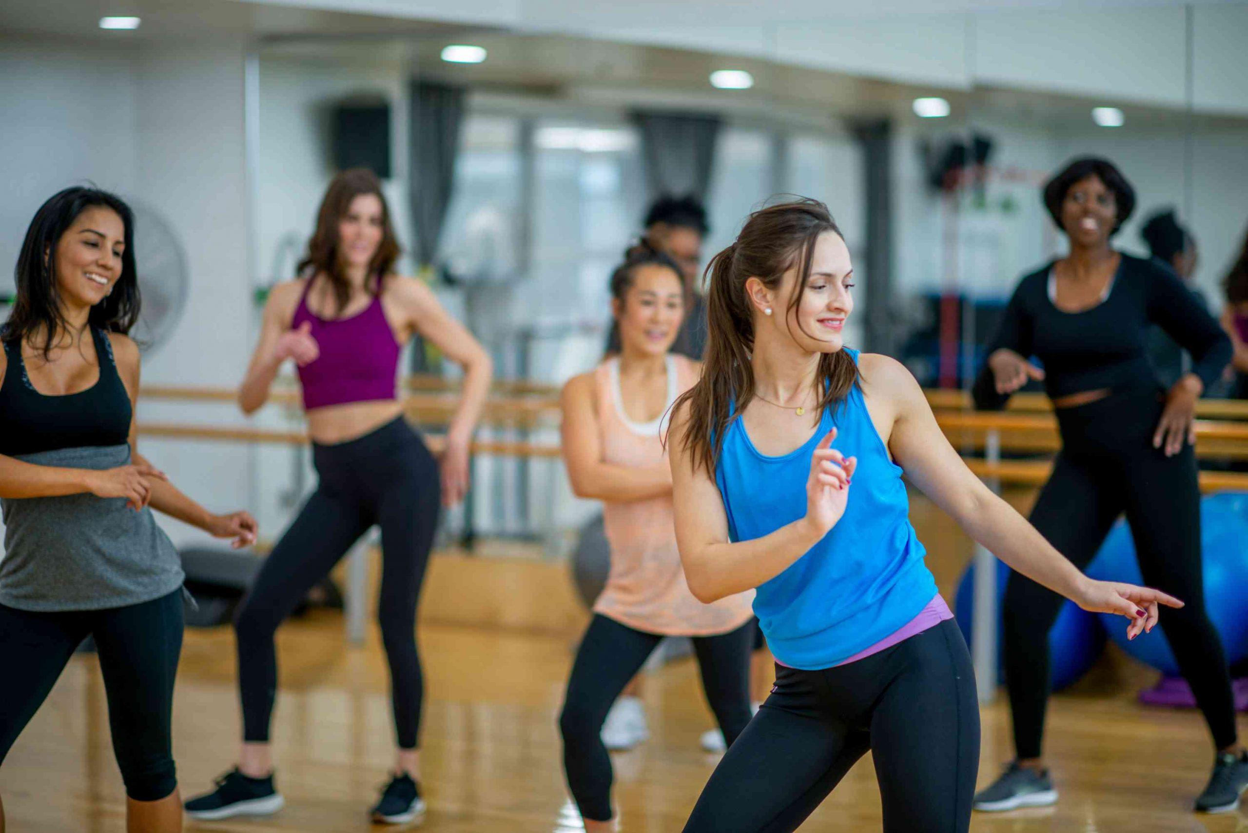 Αθλητισμός Οφέλη Zumba: Προπόνηση σε μουσικούς ρυθμούς με απεριόριστα οφέλη στην υγεία [vid]