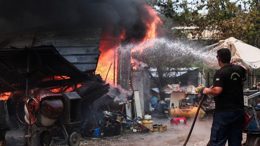 Φωτιά σε Σταμάτα – Ροδόπολη: Ο Β. Κικίλιας έθεσε σε κατάσταση μέγιστης ετοιμότητας ΕΚΑΒ & υγειονομικές δομές