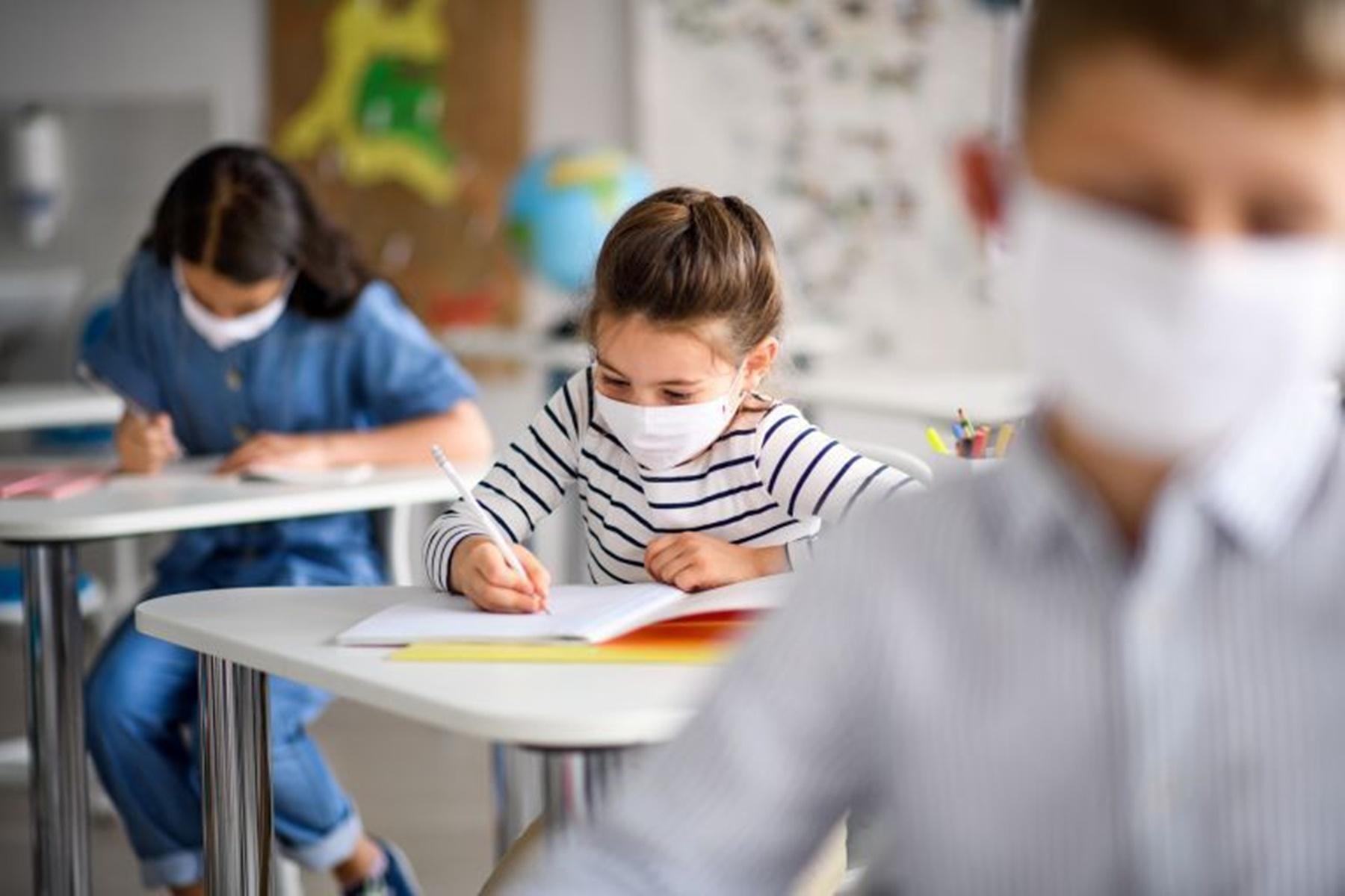 Κορωνοϊός σχολεία : Άνοιγμα με μάσκες και καλύτερο εξαερισμό