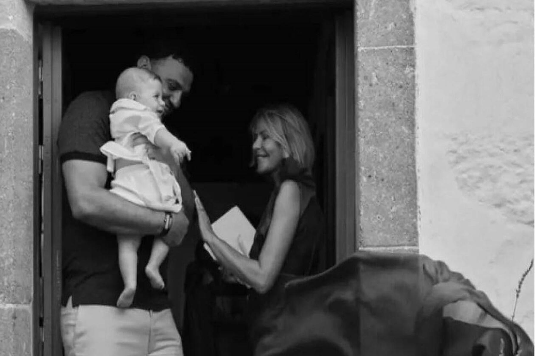 Βασίλης Κικίλιας και Τζένη Μπαλατσινού : Βάφτησαν στην Πάτμο τον γιό τους