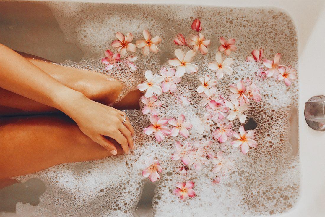 Θαλασσινό αλάτι: Τα οφέλη του μπάνιου με θαλασσινό αλάτι [vid]