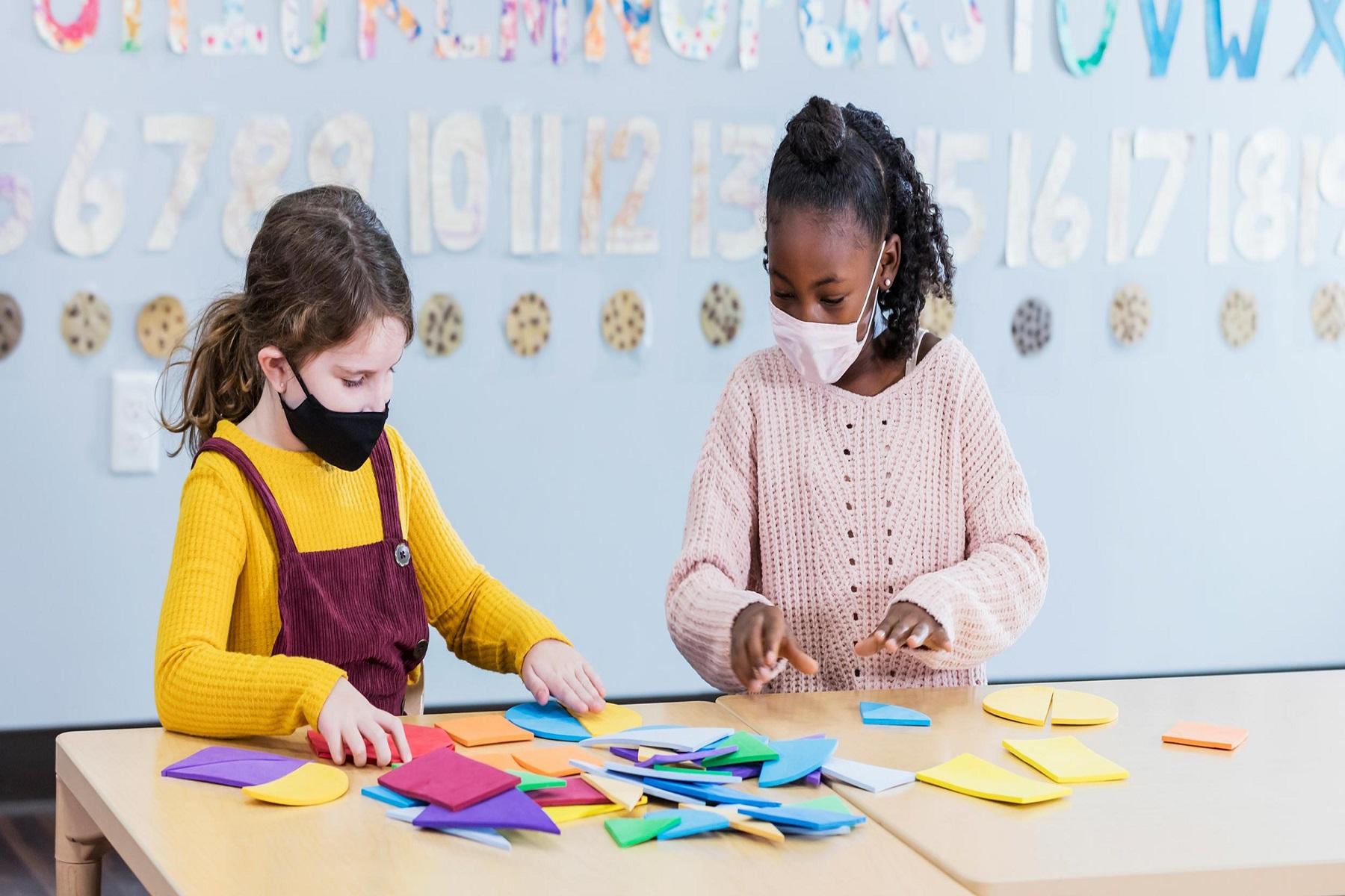Αμερικανική Ακαδημία Παιδιατρικής: Προτεινόμενες μάσκες στα σχολεία για άτομα άνω των 2 ετών