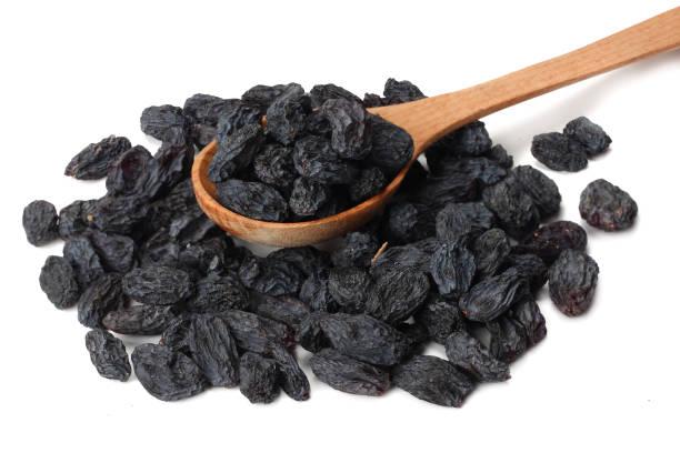 Μαύρες σταφίδες: Μια θρεπτική επιλογή με πολλά οφέλη για την υγεία