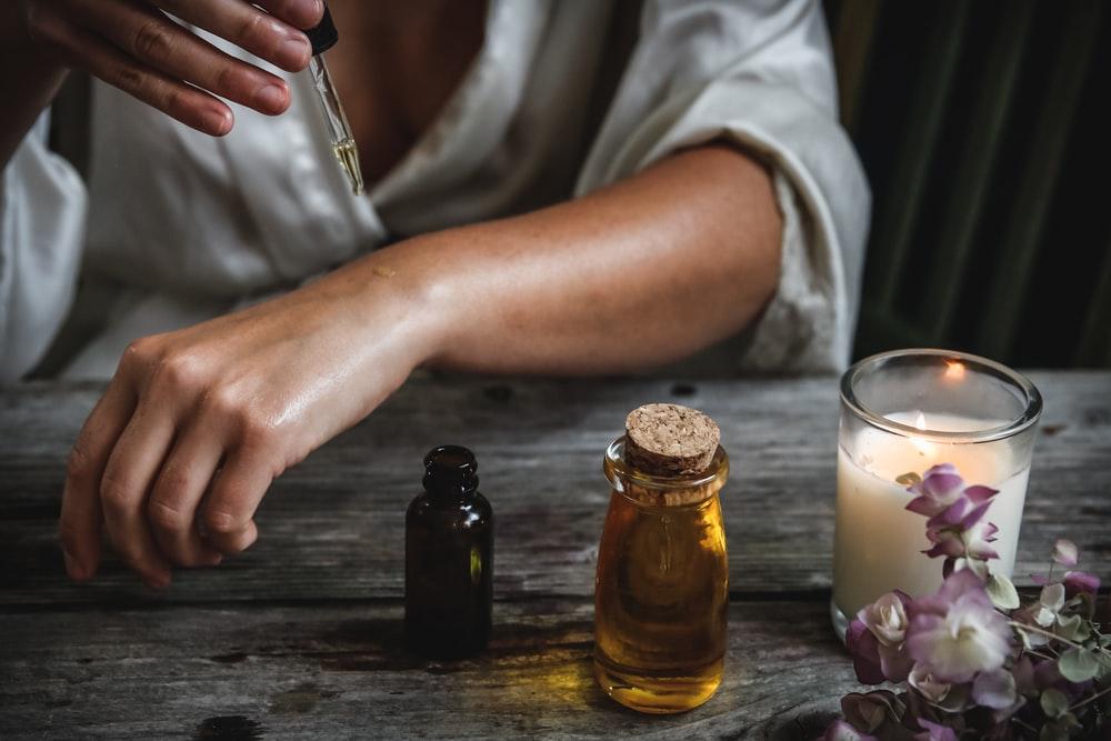 Aιθέρια έλαια: Τα καλύτερα αιθέρια έλαια για ορμονική ισορροπία [vid]