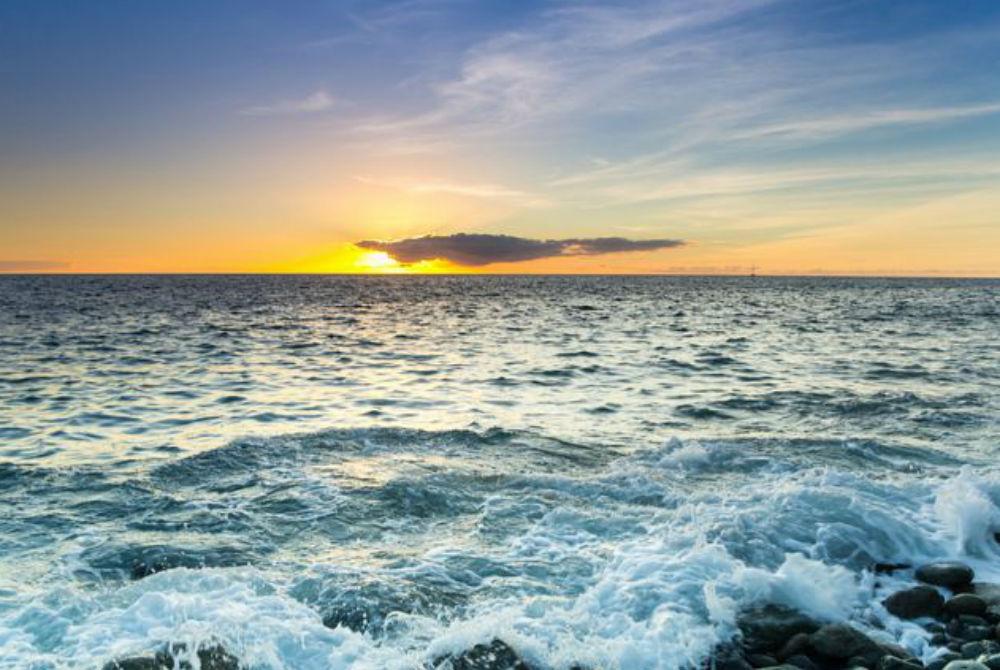 Θάλασσα: Τα οφέλη και οι κίνδυνοι του ωκεάνιου νερού [vid]