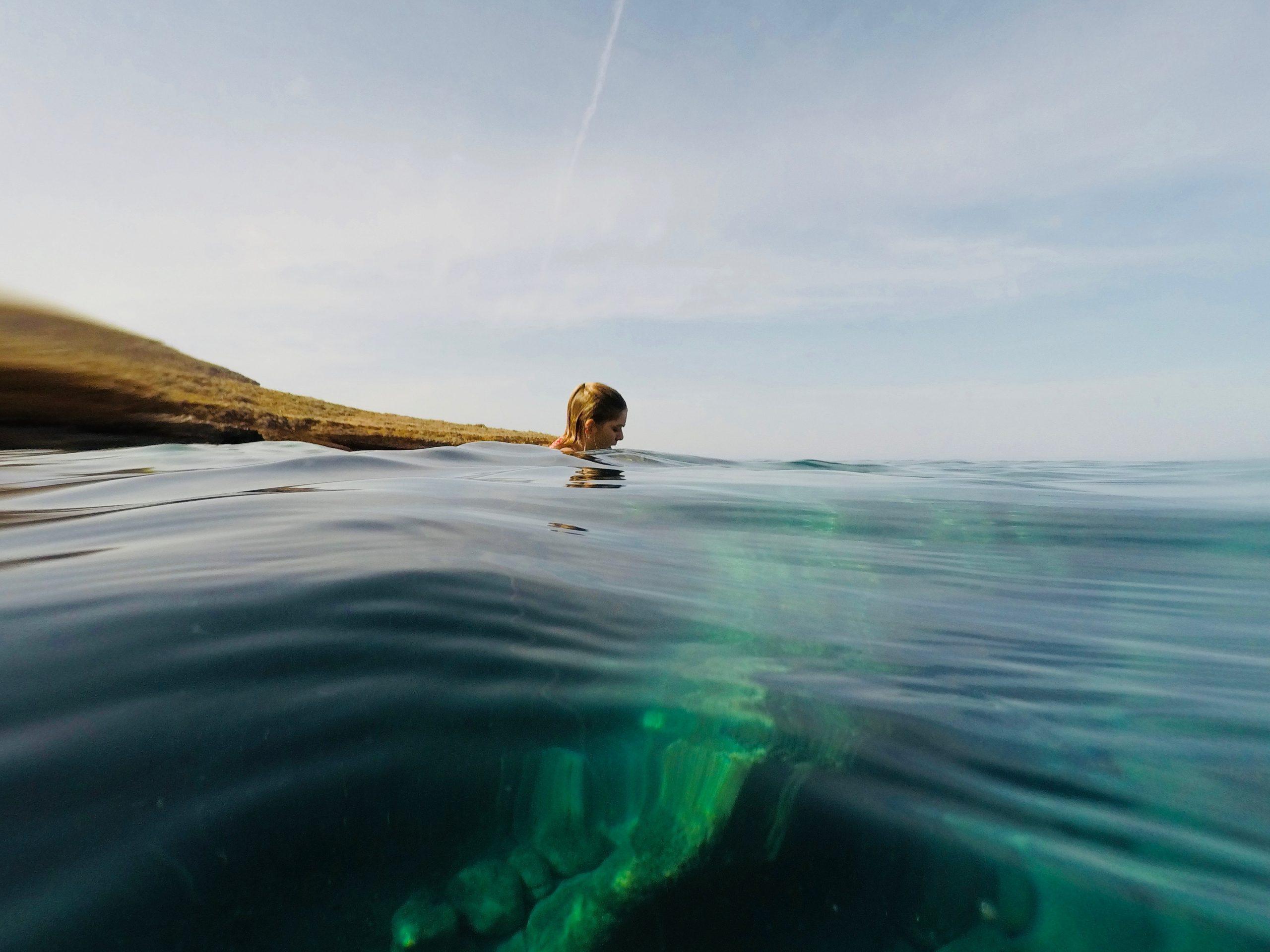 Κολύμπι: Τονώστε την ψυχική σας υγεία κολυμπώντας στη θάλασσα [vid]