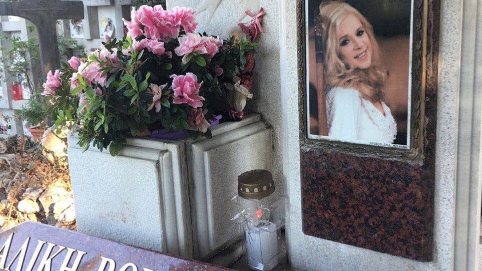 Αλίκη Βουγιουκλάκη: Τελέστηκε σήμερα το μνημόσυνο της αείμνηστης ηθοποιού [pic, vid]