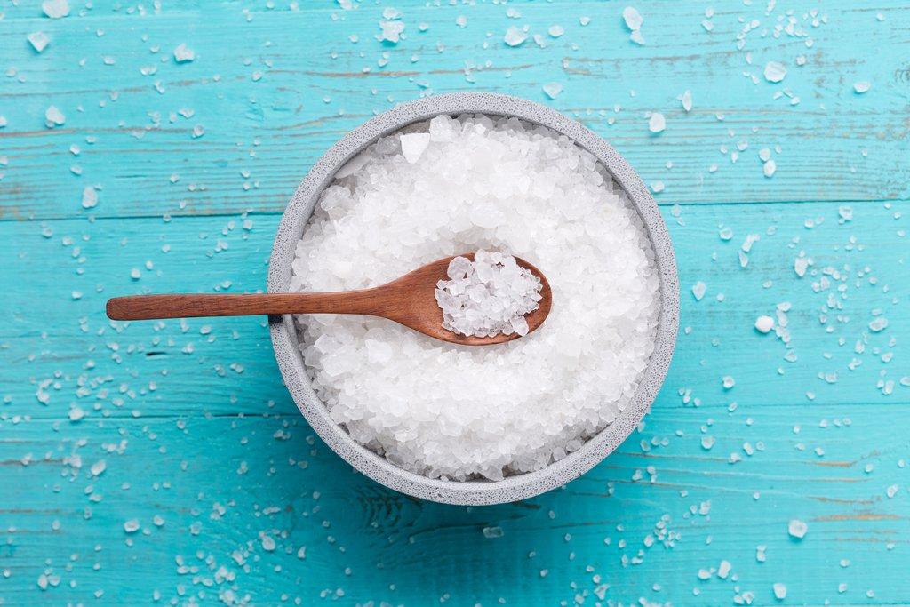 Θαλασσινό αλάτι: Για καθαρό δέρμα και ανάλαφρα κυματιστά μαλλιά [vid]