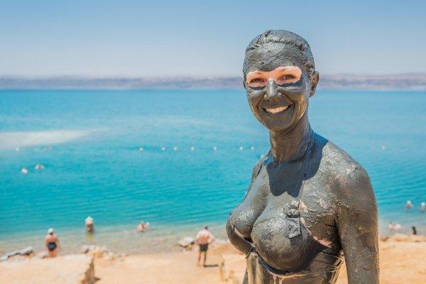 Νεκρά Θάλασσα: Η κλιματοθεραπεία ως μία εναλλακτική μορφή θεραπείας της ψωρίασης [vid]