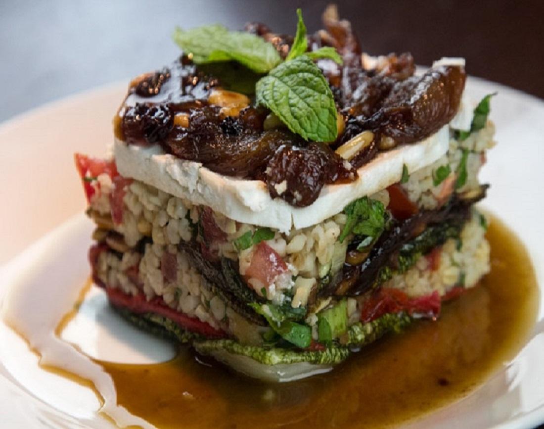 Καλοκαίρι Δείπνο Γκουρμέ: Μιλφέιγ Ψητών Λαχανικών και Ταμπουλέ αλ Caruso