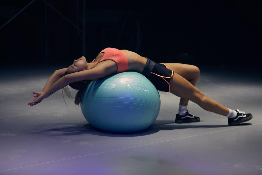 Αθλητισμός: Μια μπάλα γυμναστικής μπορεί να ανεβάσει τις προπονήσεις σε νέο επίπεδο [vid]