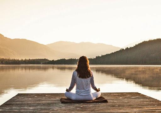 Διαλογισμός: Ενισχύει τη διάθεση, ανακουφίζει τον πόνο και ακονίζει τη συγκέντρωση
