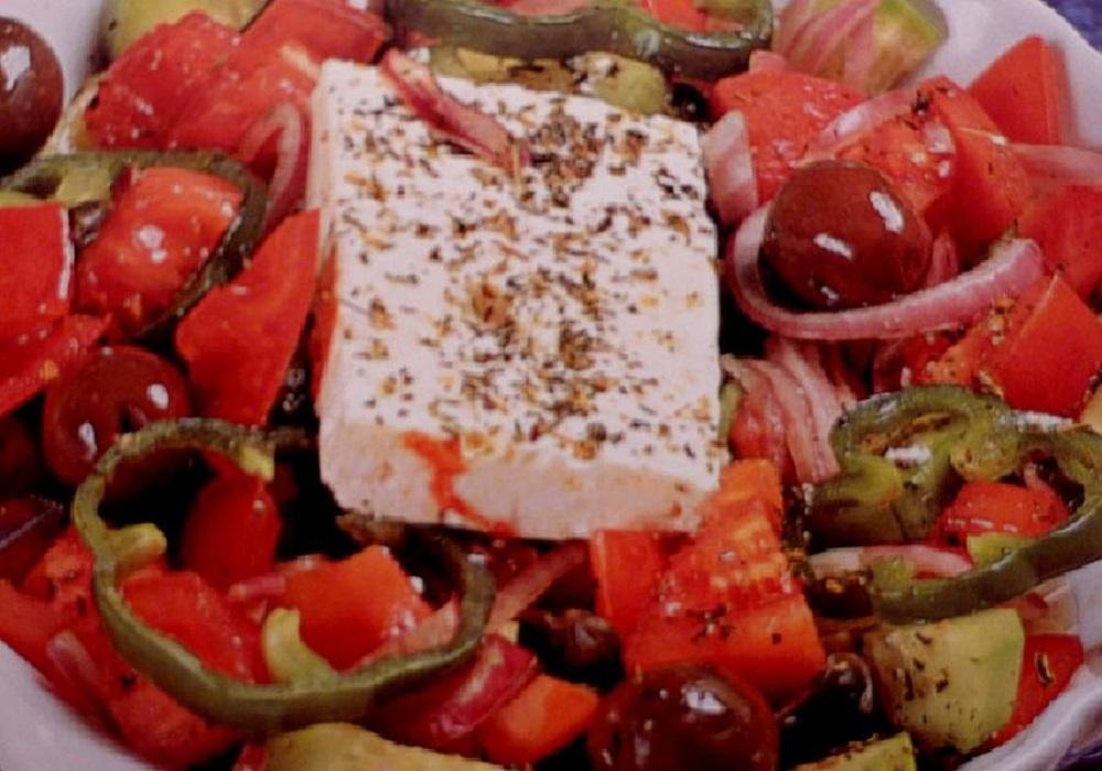 Ελληνική Σαλάτα: Τα 12 μυστικά που κρύβει μια νόστιμη χωριάτικη σαλάτα