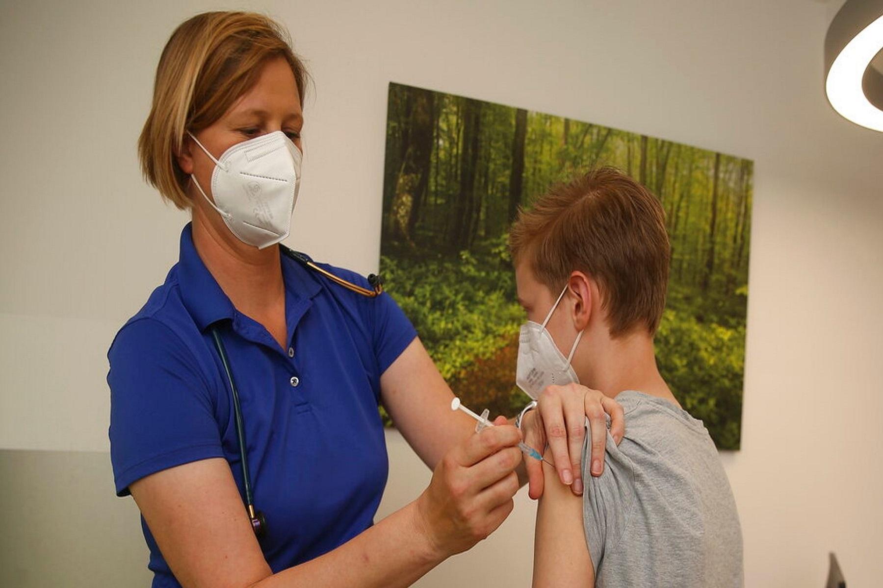 Νόσος COVID-19: Βρετανοί αξιωματούχοι υγείας αρνούνται να εγκρίνουν εμβόλια για υγιή παιδιά ηλικίας 12-15 ετών