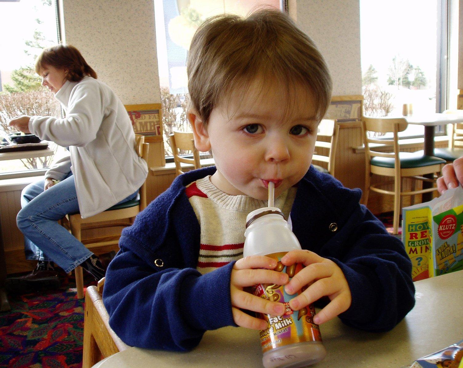 Οικογένεια Διατροφή: H πανδημία αύξησε την κατανάλωση φαστ φουντ μεταξύ παιδιών