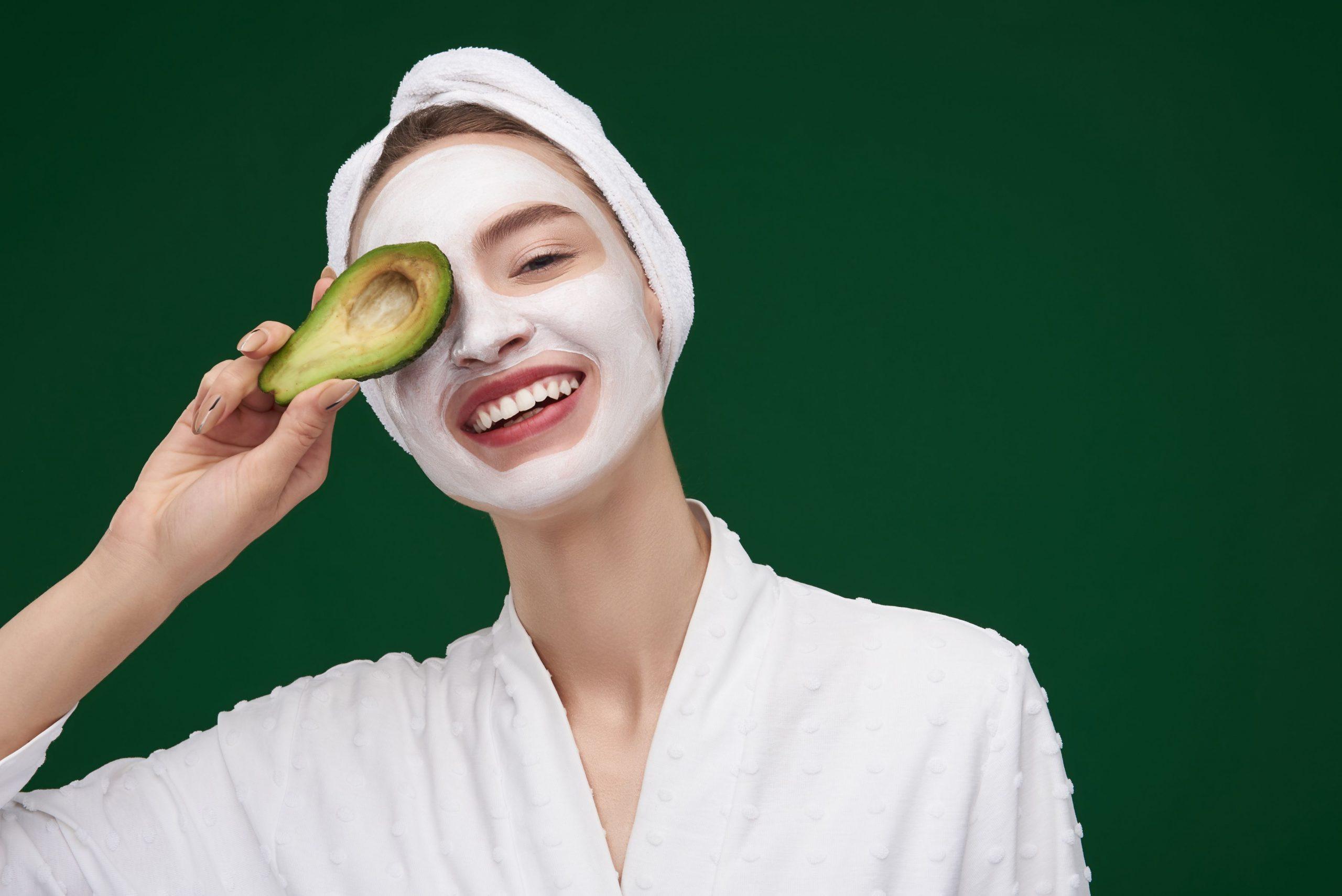 Μάσκα προσώπου: 3 DIY μάσκες προσώπου με φυσικά συστατικά που το δέρμα σου θα λατρέψει [vid]
