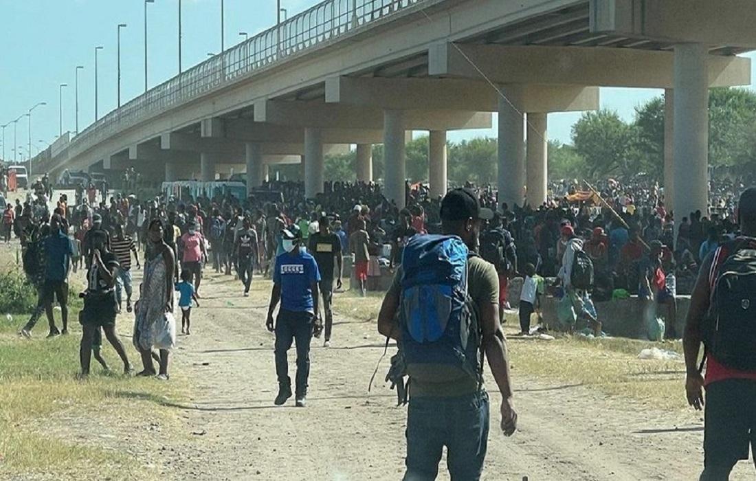Μπάιντεν HΠΑ: Πάνω από 10.000 μετανάστες, κυρίως Αϊτινοί, ζουν σε αυτοσχέδιους καταυλισμούς κάτω από τη γέφυρα του Τέξας