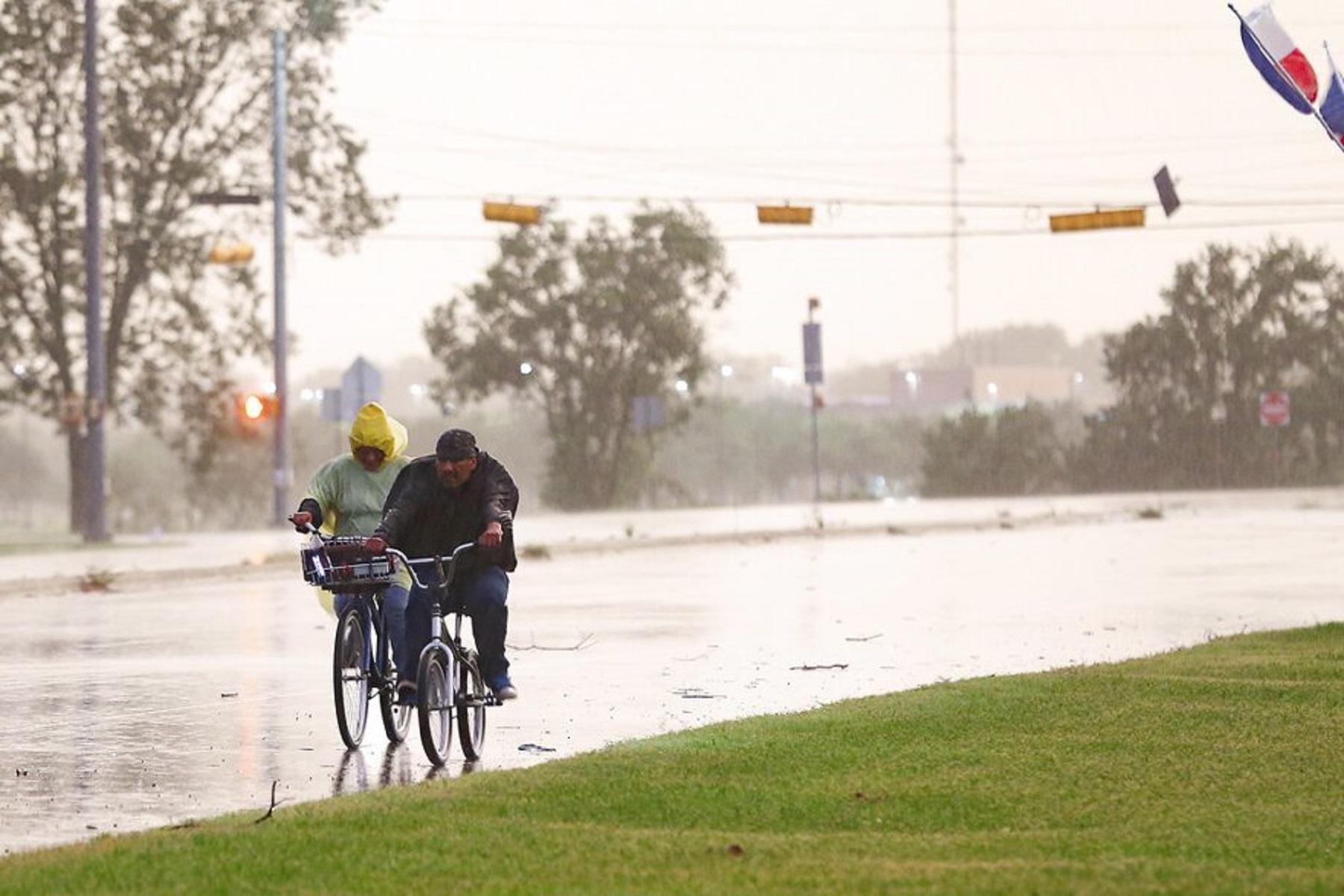 Κόλπος του Τέξας: Τμήματα της ακτής θα μπορούσαν να δουν 20 ίντσες βροχής από την τροπική καταιγίδα Νικόλαος