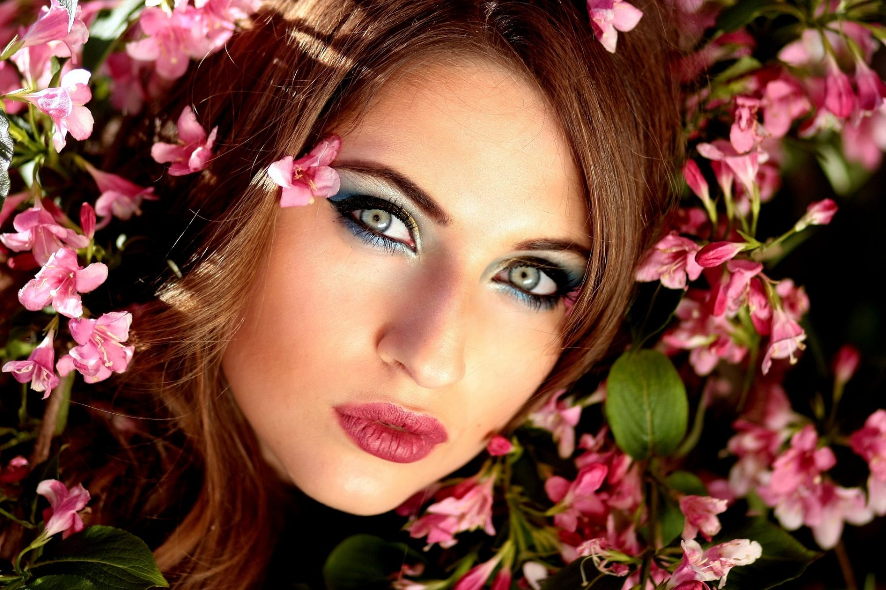 Makeup προϊόντα ψυγείο: Τι πρέπει να διατηρείται στο ψυγείο από το μακιγιάζ σας & όχι στο νεσεσέρ;