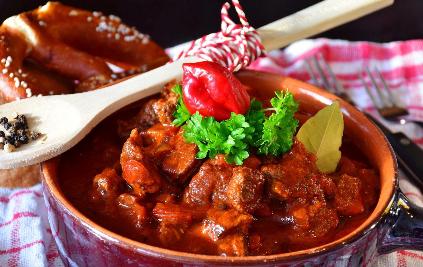 Γκούλας: Μια νόστιμη συνταγή από την Ουγγαρία που θα σας ζεστάνει