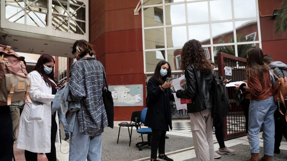 Πανεπιστήμια ανεμβολίαστοι φοιτητές: Ανησυχία για τους ανεμβολίαστους στα πανεπιστήμια – Ποιοι αρνούνται τους ελέγχους [vid]