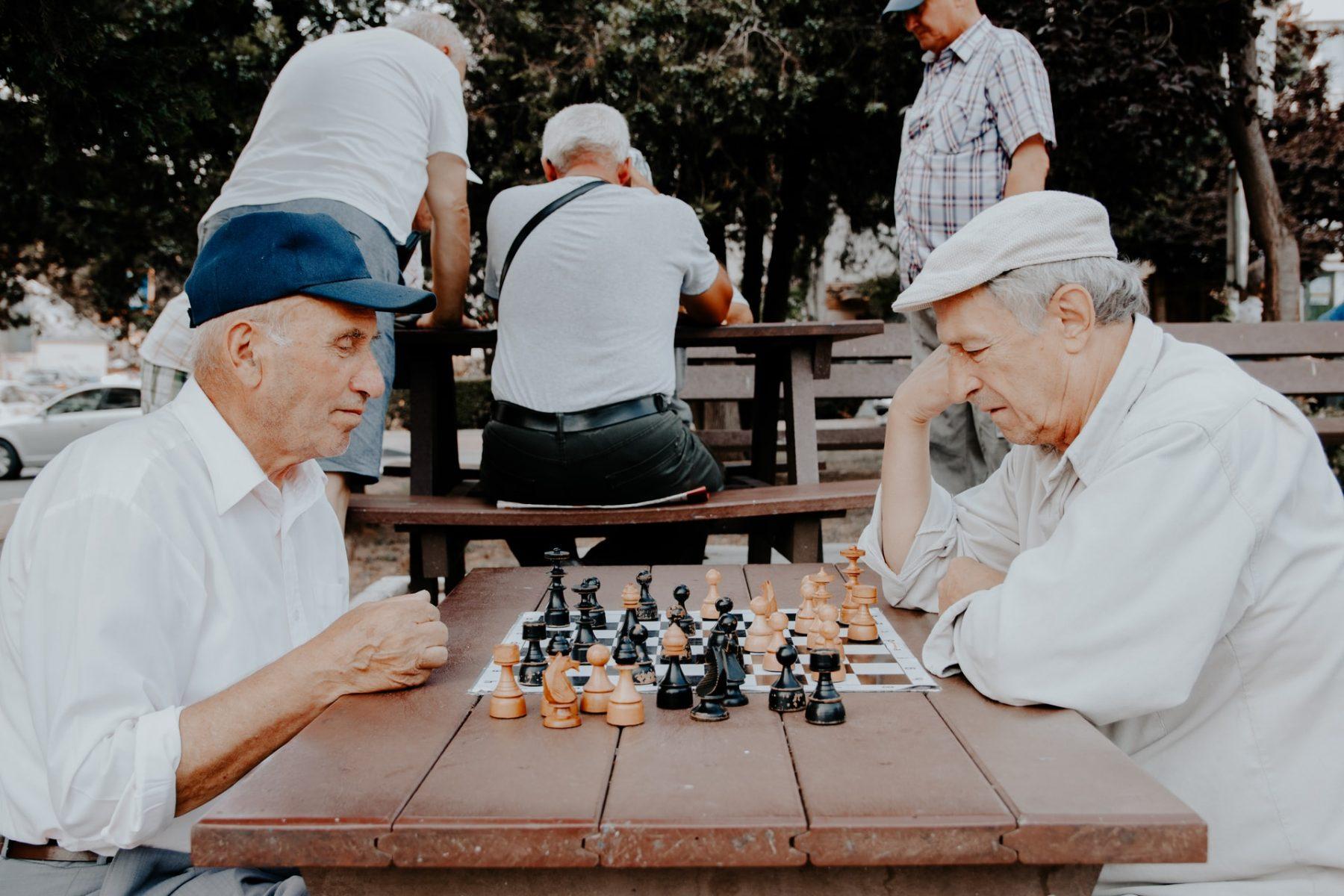 Ηλικιωμένοι βοήθεια: Διατηρώντας την αξιοπρέπεια προς τη δύση της ζωής